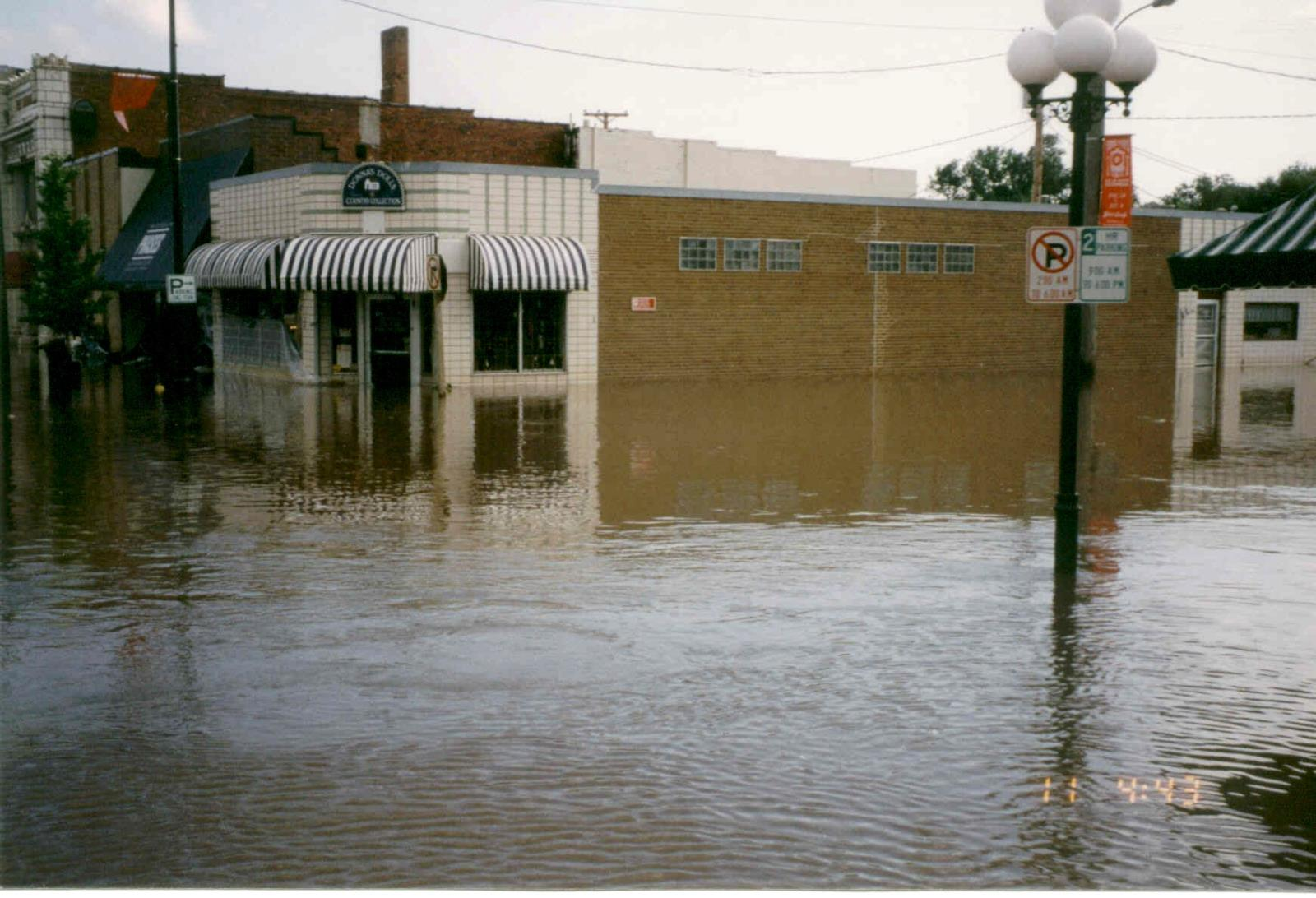 1993_Flood_5th St & Elm St -View SW