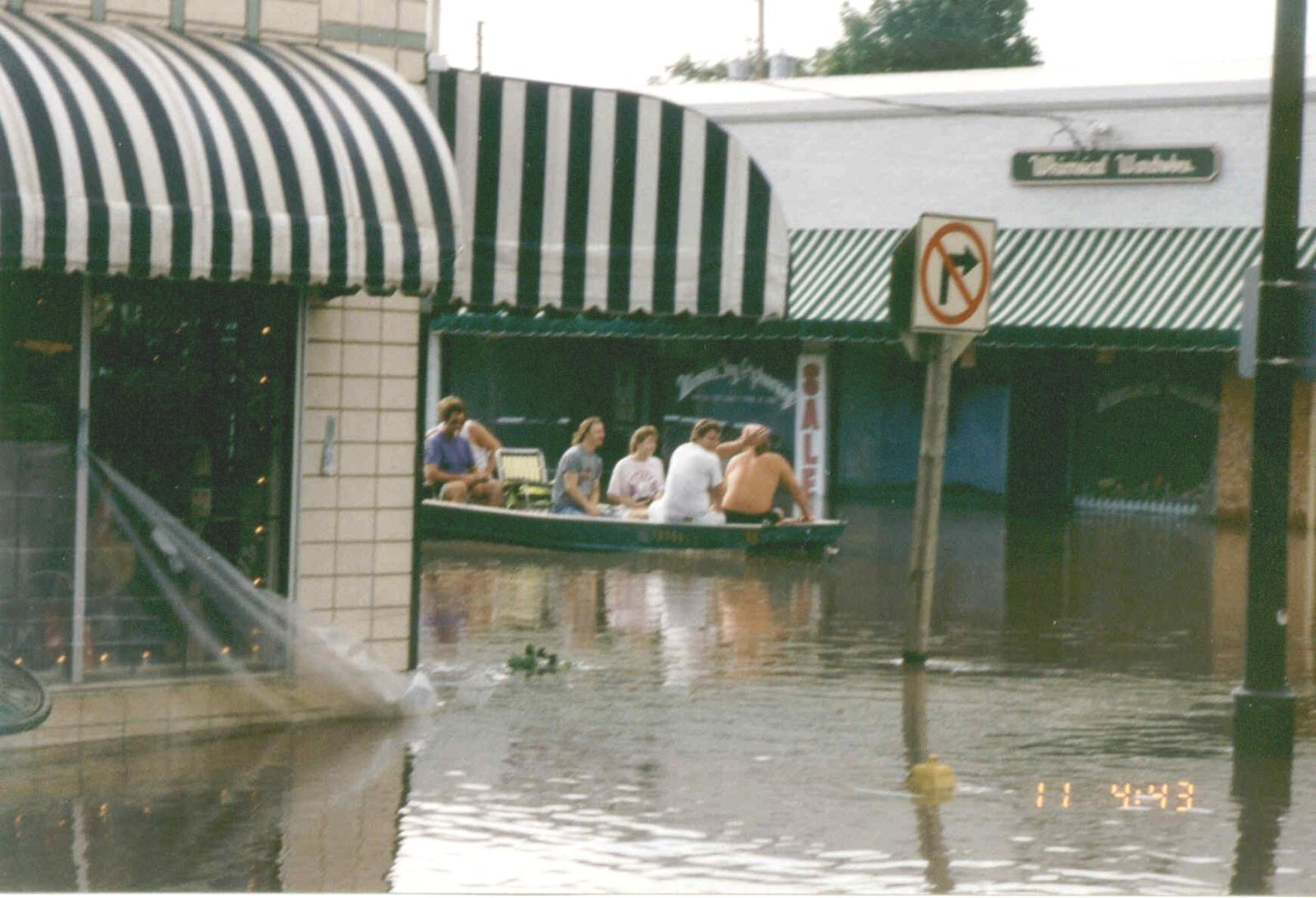 1993_Flood_5th St View NW towards Elm St