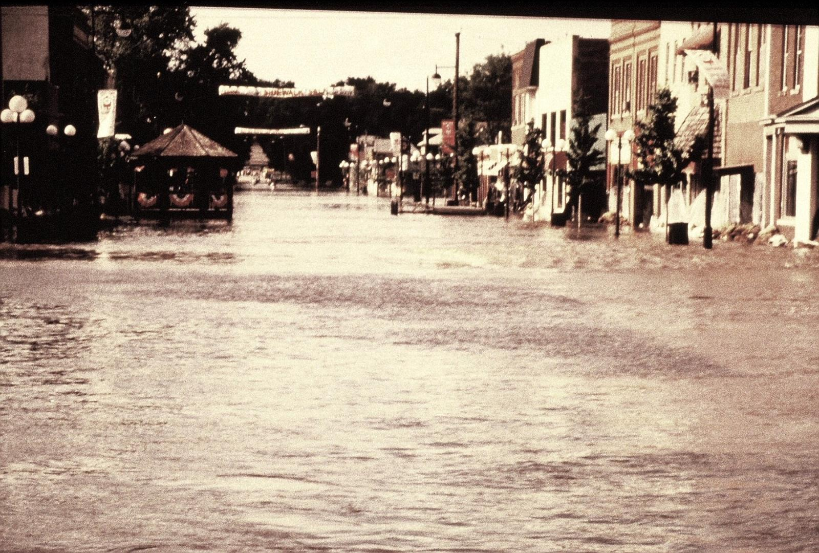 1993_FloodSouth of Elm&5th View N